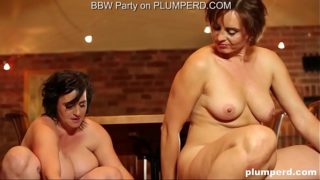 2 Milf Fat Ladies Enjoying the Cleaning Male